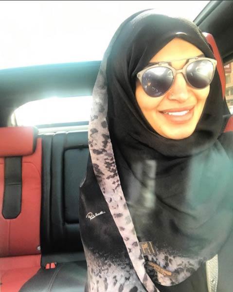 ردت سالي عبد السلام على منتقديها بسبب مكياجها في العمرة