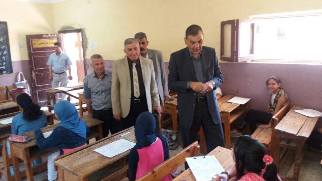 يختتم جولاته الميدانية لمتابعة أعمال امتحانات الشهادة الابتدائية بمنيا القمح 1