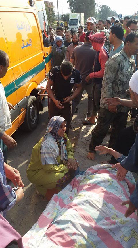 توكتوك أما قرية بمنيا القمح إثر حادث تصادم بسيارة ملاكي 2