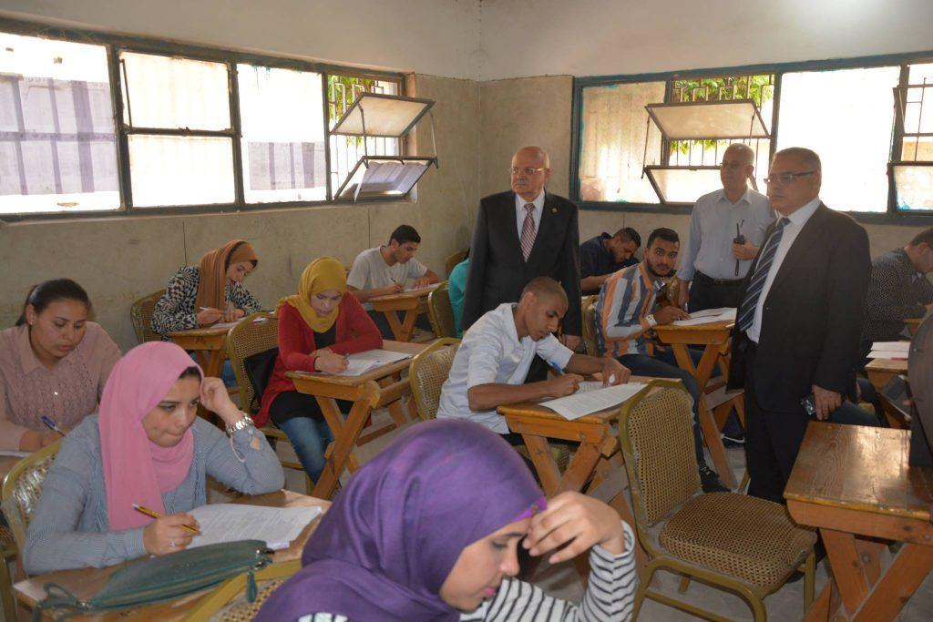 جامعة الزقازيق يتفقد لجان الامتحانات بكلية الحقوق