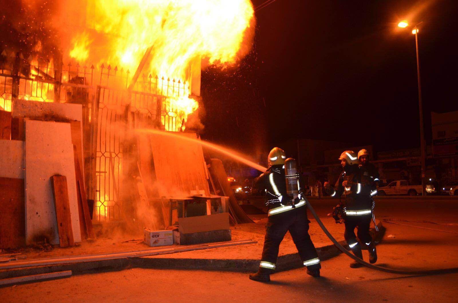 حريق بمخزن للسيراميك بالزقازيق