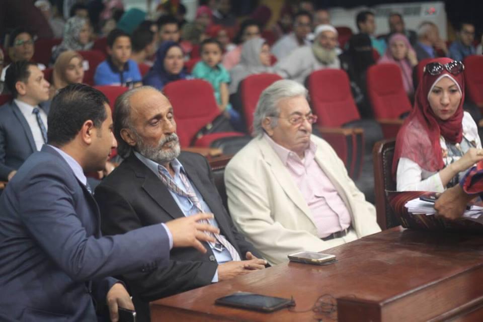 6 بالصور .. تجارة الزقازيق تحصد المزكز الأول في عرض مسرحي يعبر عن كل فئات الشعب المصري