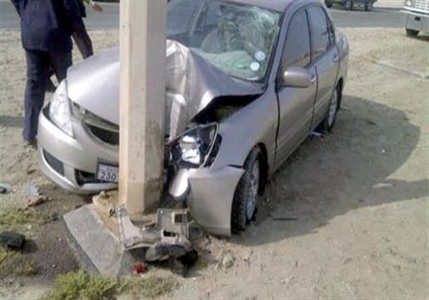 4 أشخاص في حادث تصادم سيارة بعمود إنارة بطريق «العاشر أبو حماد»