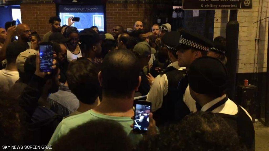 .. لحظة القبض على منفذ عملية دهس المصلين بعد خروجهم من مسجد بلندن وتسليمه للشرطة