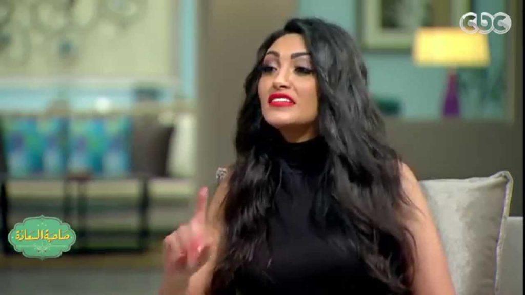 عبد السلام تلوم الحاسدين على تساقط شعرها