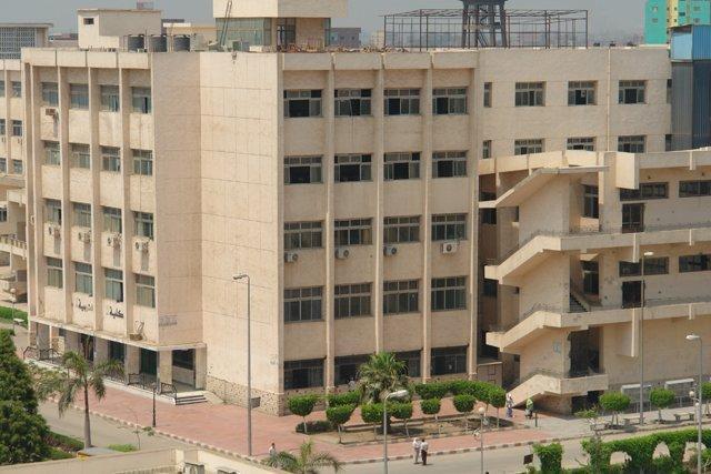 .. جامعة الزقازيق تكرم 428 من العاملين المتقاعدين 1