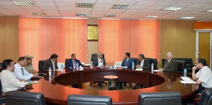 بين محافظة الشرقية وهيئة التصنيع لإجراء صيانة لـ17 مدرسة
