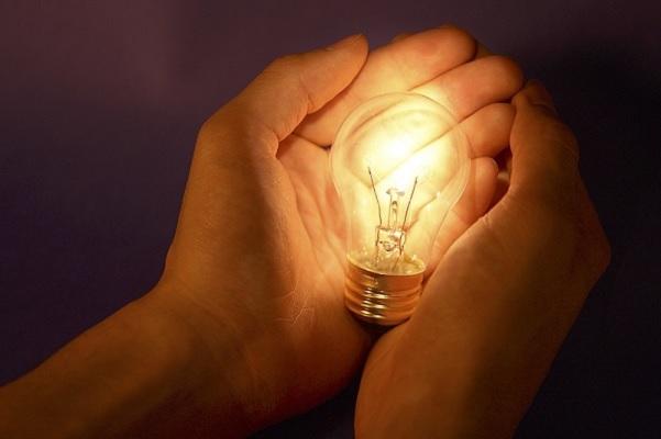 ارتفاع الفاتورة .. 4 عادات يومية تستهلك كهرباء بدون تشغيل