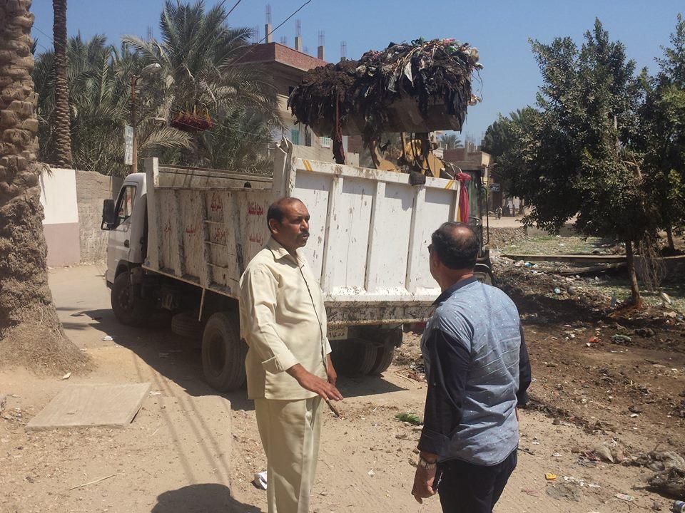 مدينة القرين يتابع أعمال نقل مخلفات تطهير المصرف 3