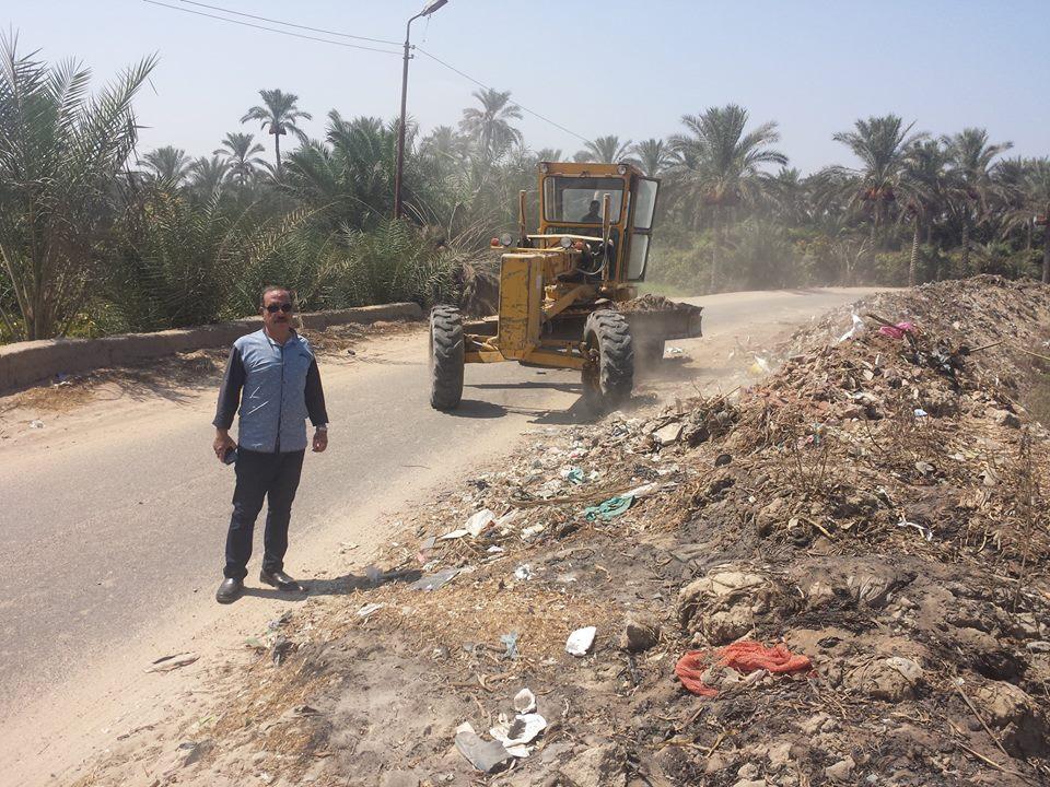 مدينة القرين يتابع أعمال نقل مخلفات تطهير المصرف