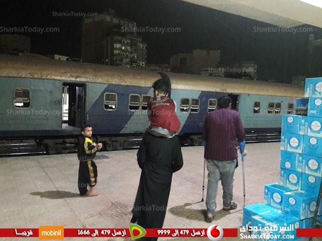 ركاب قطار «القاهرة الزقازيق» لعدم إنزالهم على الرصيف ونزولهم بالورشة 3