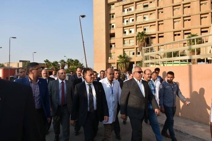 الصحة ورئيس الهيئة الهندسية للقوات المسلحة في زيارة لمستشفى التأمين الصحي بالعاشر