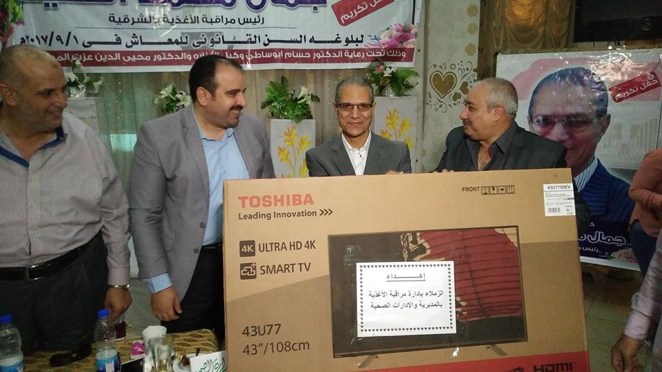 صحة الشرقية يشارك في تكريم رئيس قسم الأغذية لبلوغه سن المعاش 3