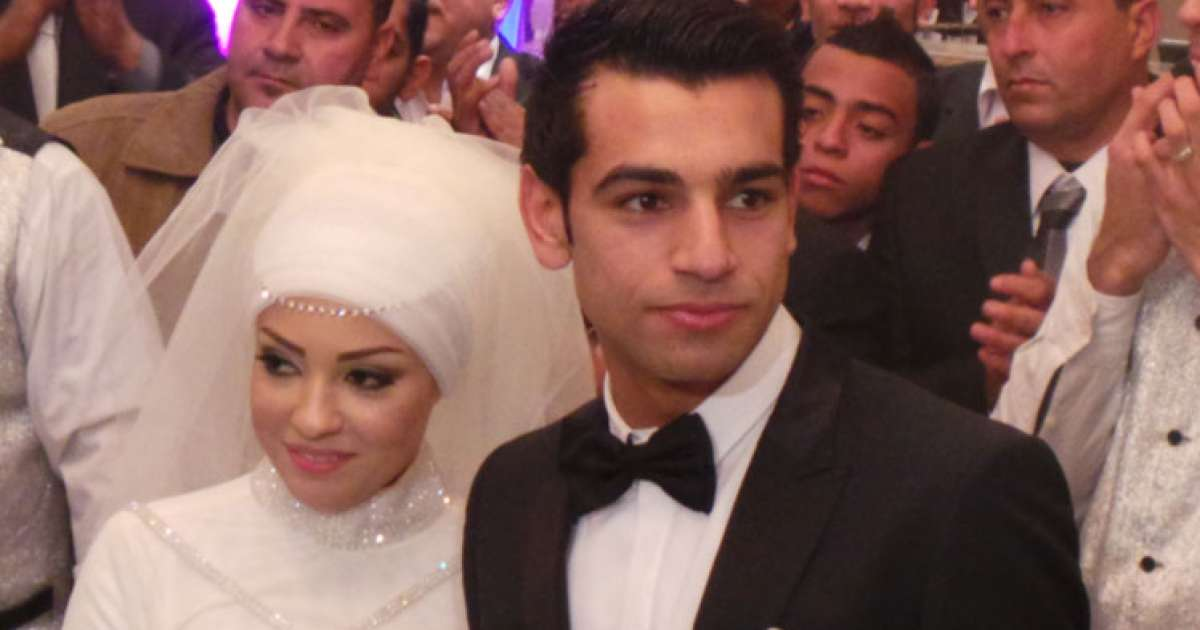 56087f30b2a28 فستان زفاف هدية لكل عروسة خطيبها اسمه محمد صلاح