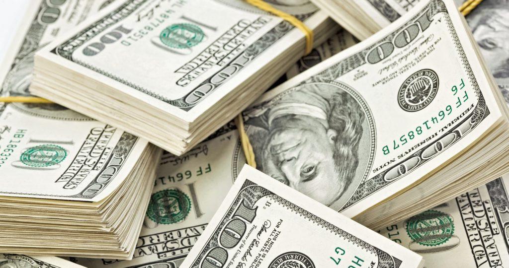 الدولار أمام الجنيه في 10 بنوك