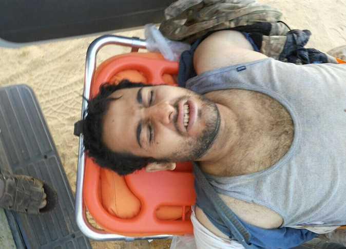 صورة للنقيب محمد الحايس عقب تحريره من الإرهابيين