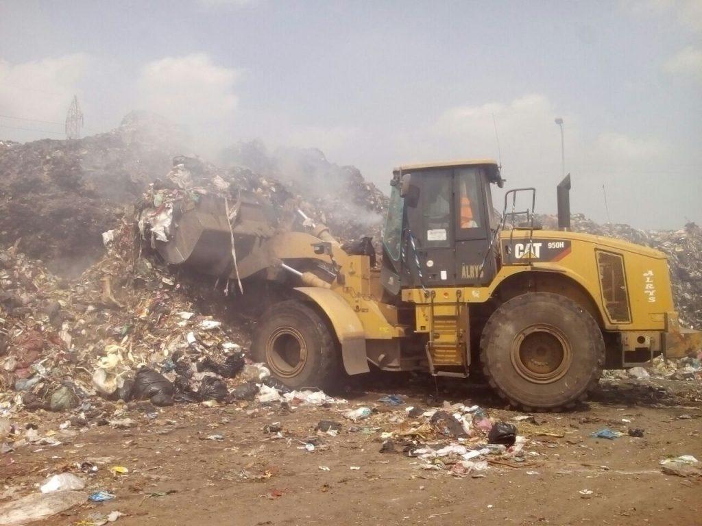 على احتراق القمامة بمقلب الغار بالزقازيق 2