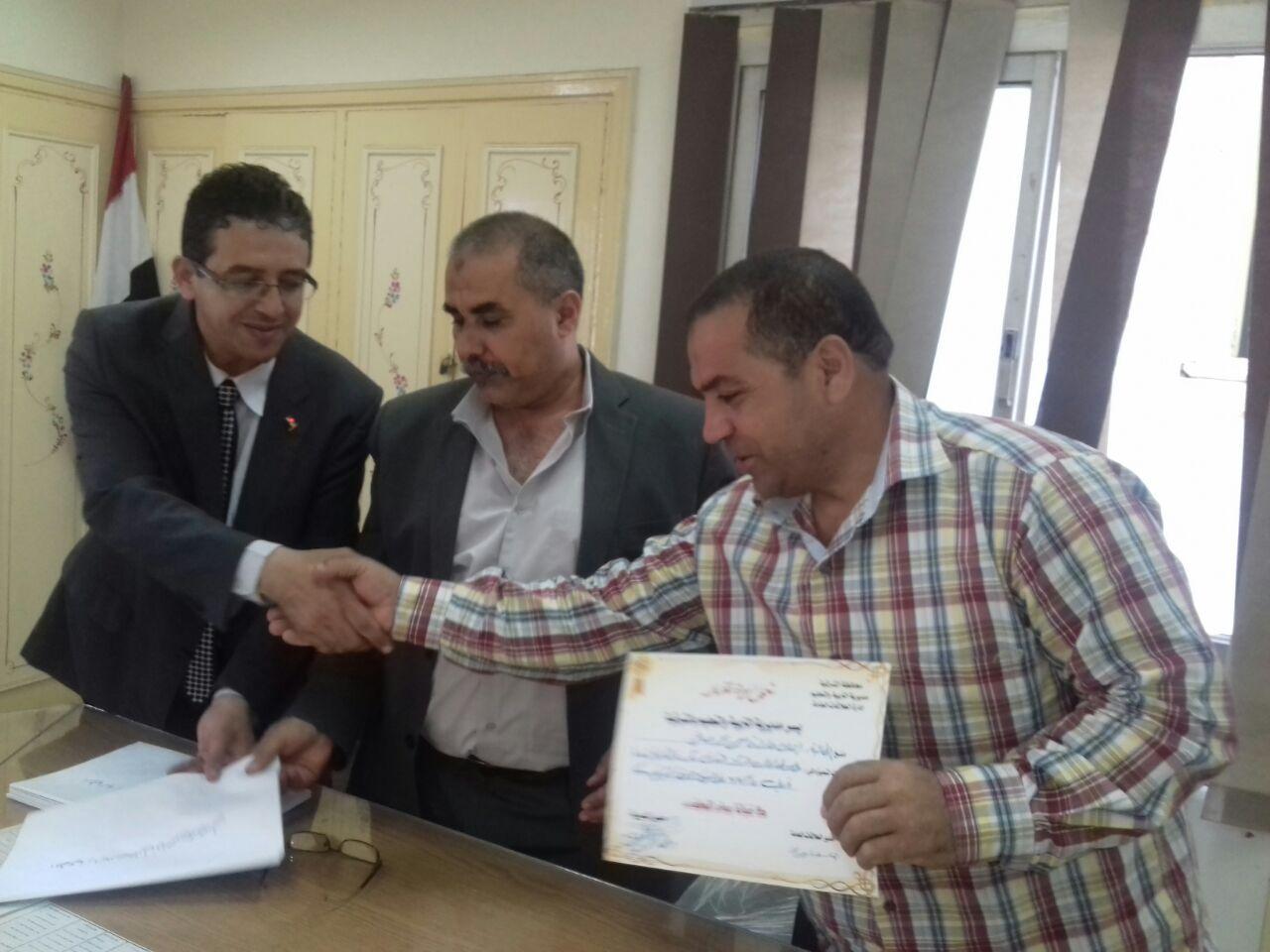 أوائل الثانوية العامة والأزهرية بالشرقية بجائزة الدكتور «محمد أبو الخير» 1