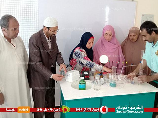 «صفط الحنا» بأبوحماد يهدي المدرسة الجديدة معمل أدوات كيميائة