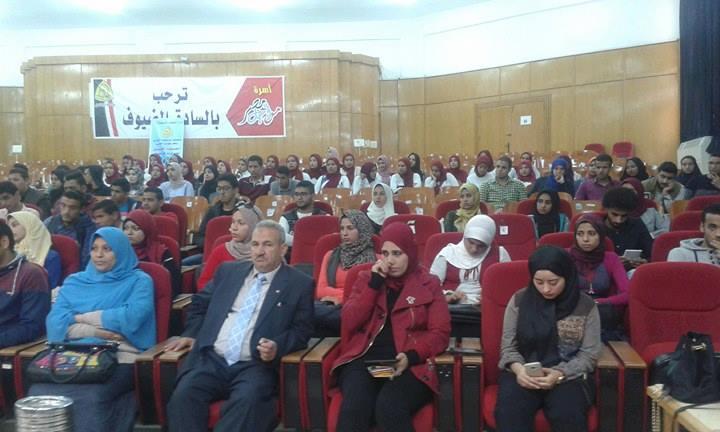 فريد طه فى لقاء حوارى مع طلاب جامعة الزقازيق2