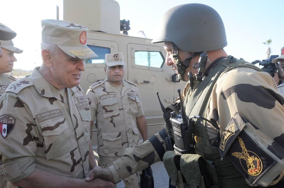 محمد فريد يتفقد عناصر القوات المسلحة والشرطة بسيناء 1