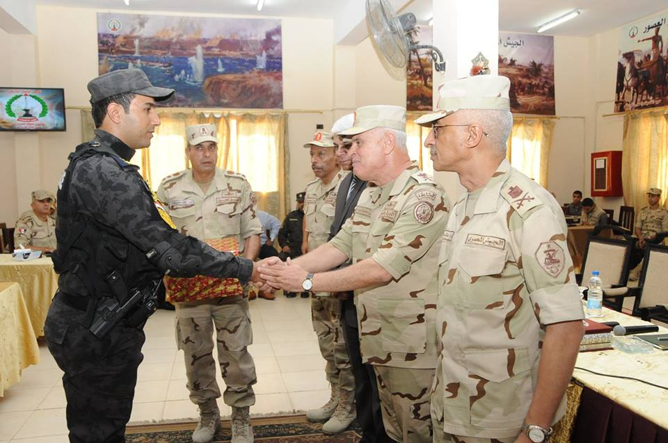 محمد فريد يتفقد عناصر القوات المسلحة والشرطة بسيناء 2