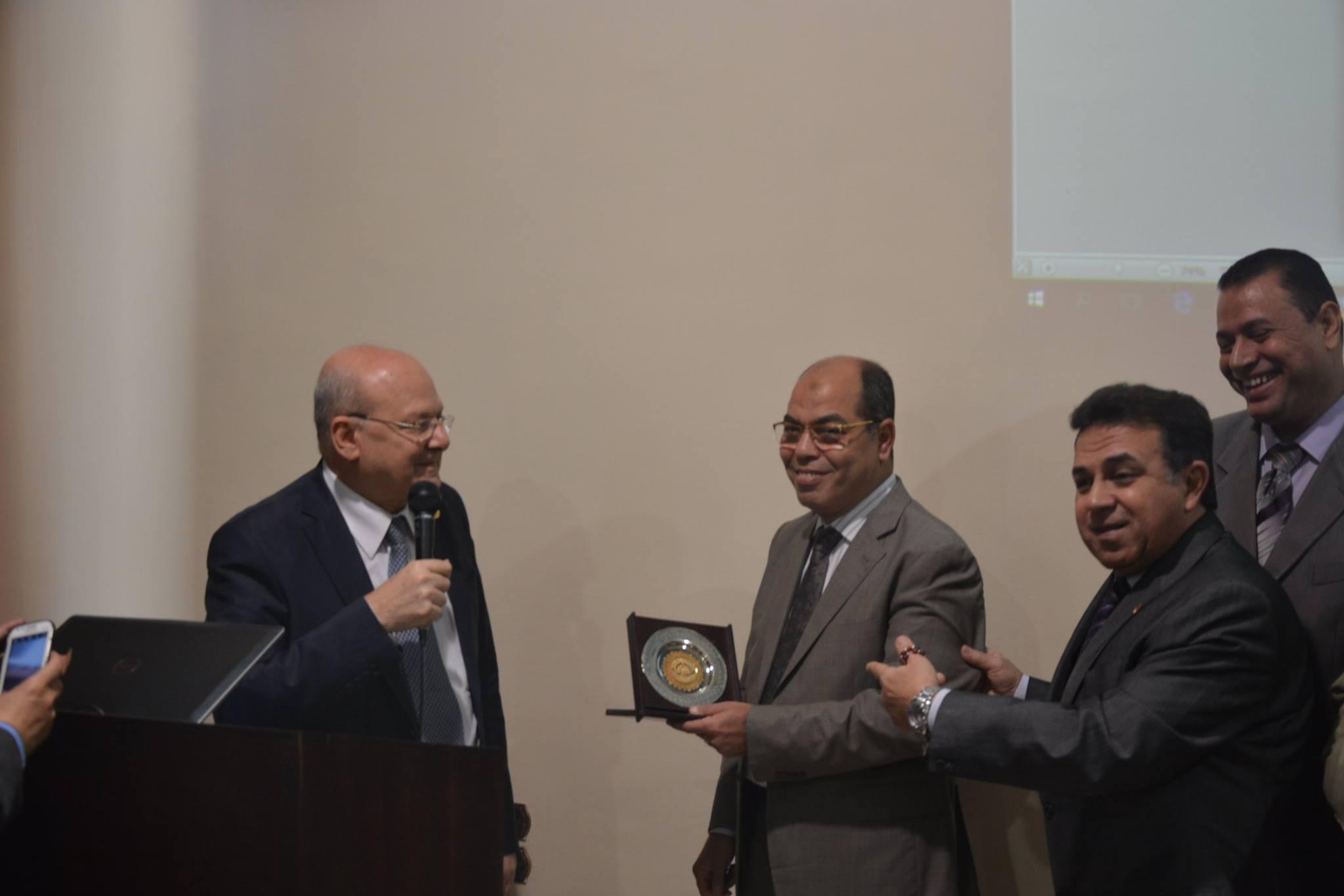 جامعة الزقازيق يلتقي ممثلي وزارة المالية 3