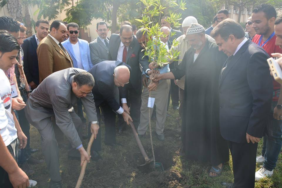 مائة شجرة بجامعة الزقازيق 2