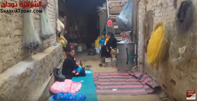 أسرة مشردة مات عائلها الوحيد.. والأم تستنجد عايشين وسط التعابين