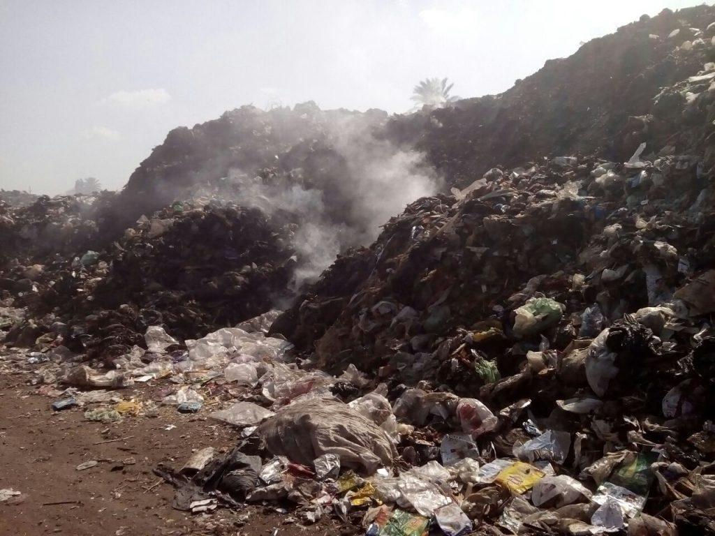 المخلفات الصلبة تتابع مقلب القمامة بالزقازيق2