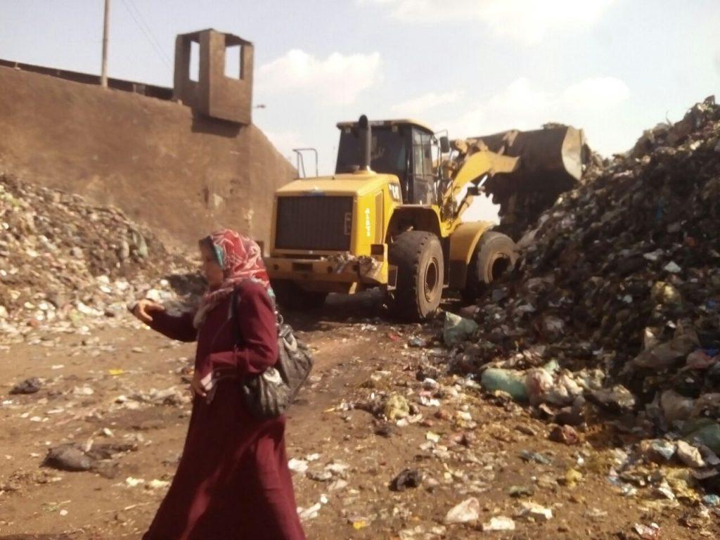 المخلفات الصلبة تتابع مقلب القمامة بالزقازيق3