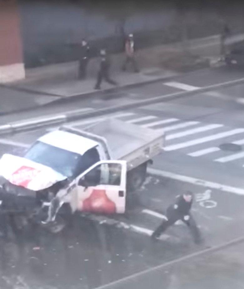 70299 شاحنة الدهس وتعامل الشرطة