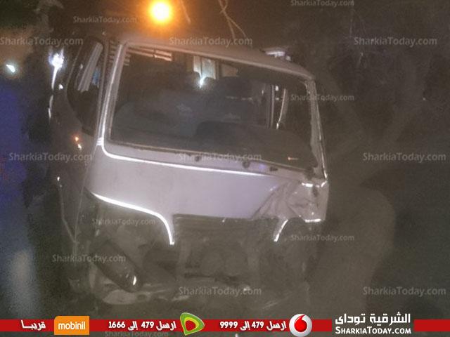 مروع بطريق «أبو حماد الزقازيق» يسبب تكدس السيارات 4