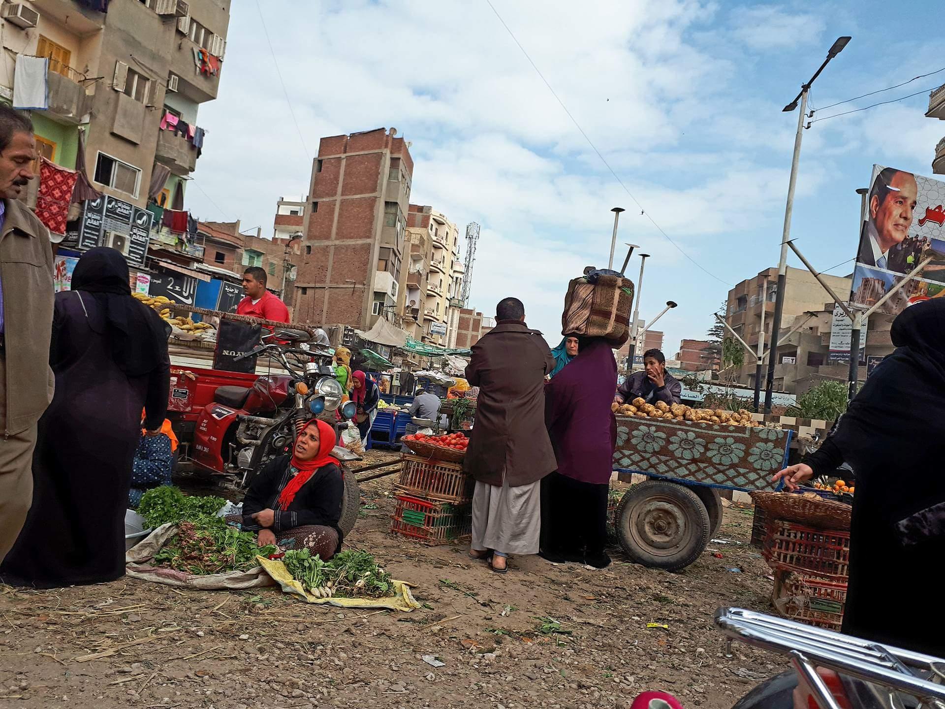 استجابة لما نشرناه.. حملة لإزالة الباعة الجائلين بمحيط مسجد شمعة بفاقوس   الشرقية توداي