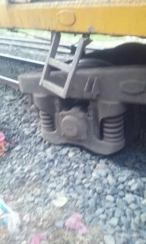 قطار «الزقازيق المنصورة» عن القضبان بمحطة كفر صقر 1