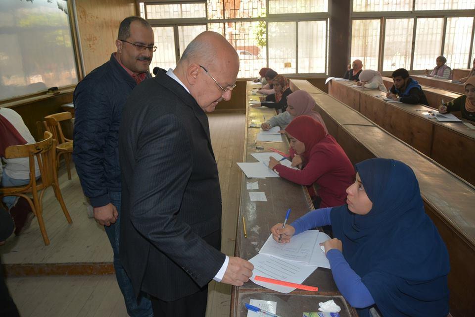 جامعة الزقازيق يتفقد الامتحانات بكليات الطب والحاسبات والعلوم والصيدلة 1