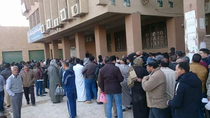 وتكدس أمام بنك تعمير والإسكان بمدينة العاشر من رمضان 2
