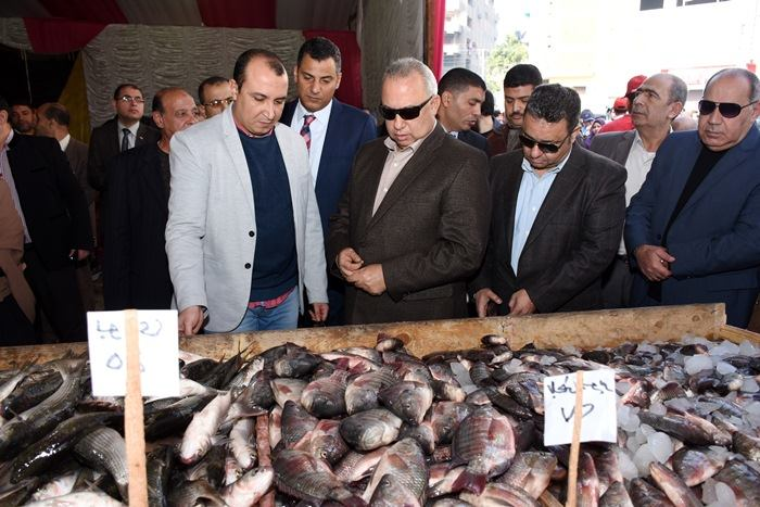 الشرقية يفتتح منفذ بيع منتجات الجيش بميدان التحرير بالزقازيق 2