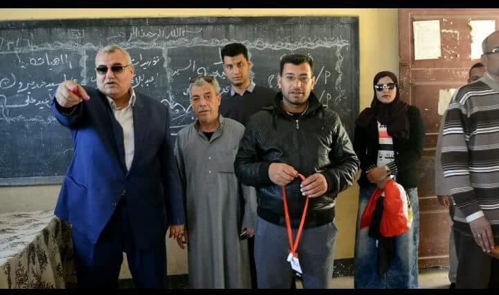 «أحمد عبداللطيف» يتفقد لجان الانتخابات بالحسينية 2