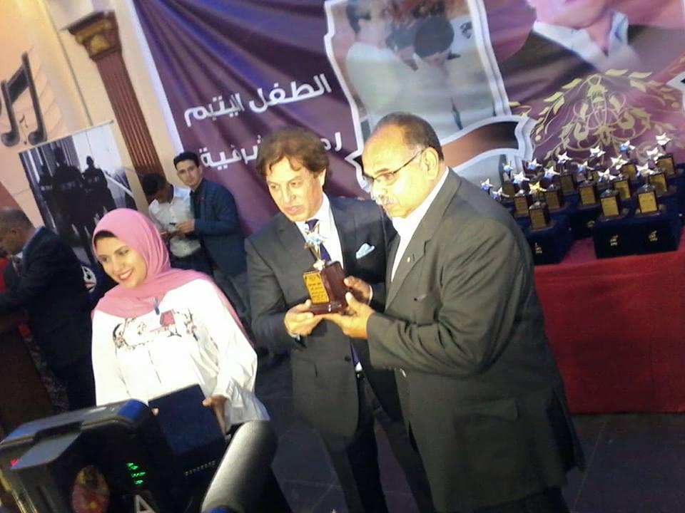 سويلم يكرم والد محمد صلاح 3
