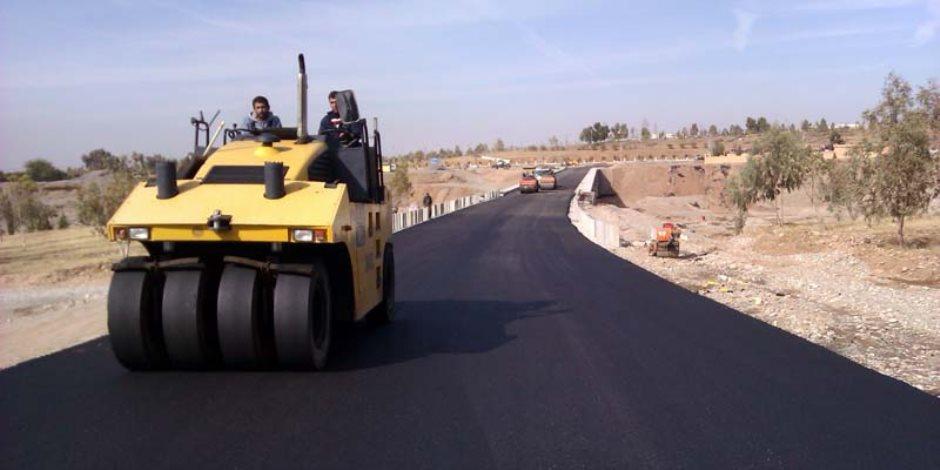 رصف طريق «شيط الهوي» بمركز كفر صقر