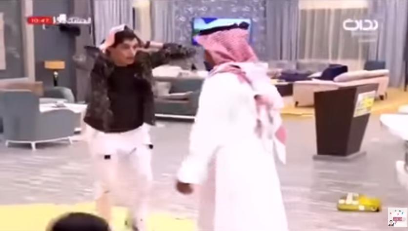 سعودية تبلغ أحد متسابقيها بوفاة والده على الهواء