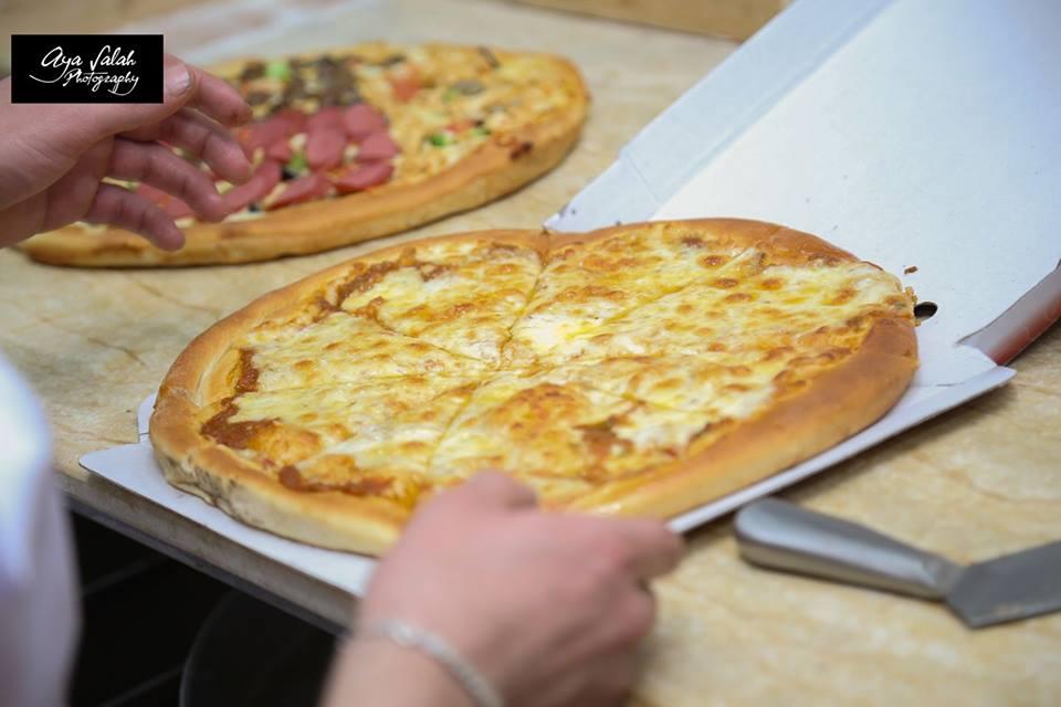 البيتزا بمطعم الركن السوري بالزقازيق