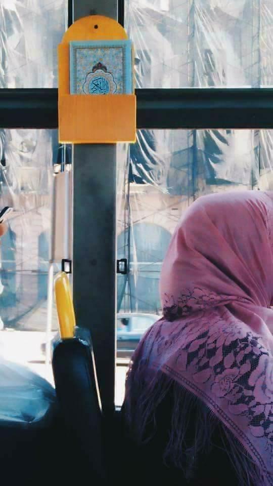 النقل العام على وضع المصاحف بالأتوبيسات