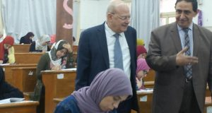 رئيس جامعة الزقازيق يتفقد لجان الامتحانات