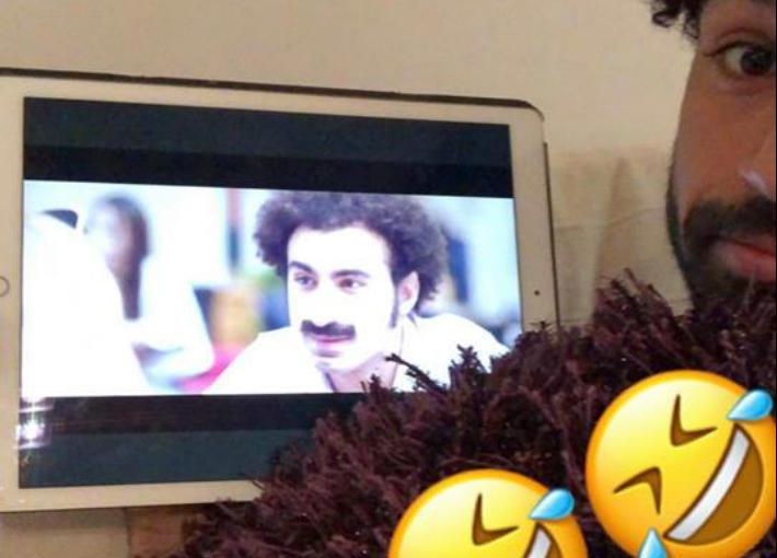 محمد صلاح ينشر صورة له وهو يتابع هذا المسلسل