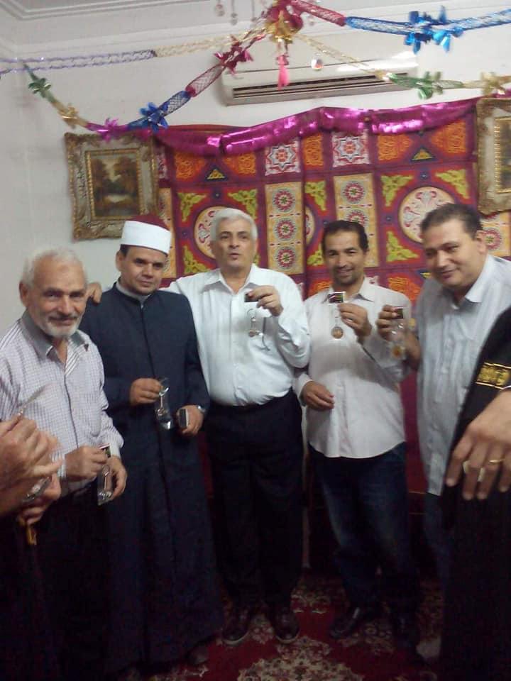 مسيحي يفطر أصدقاءه المسلمين بالزقازيق (2)