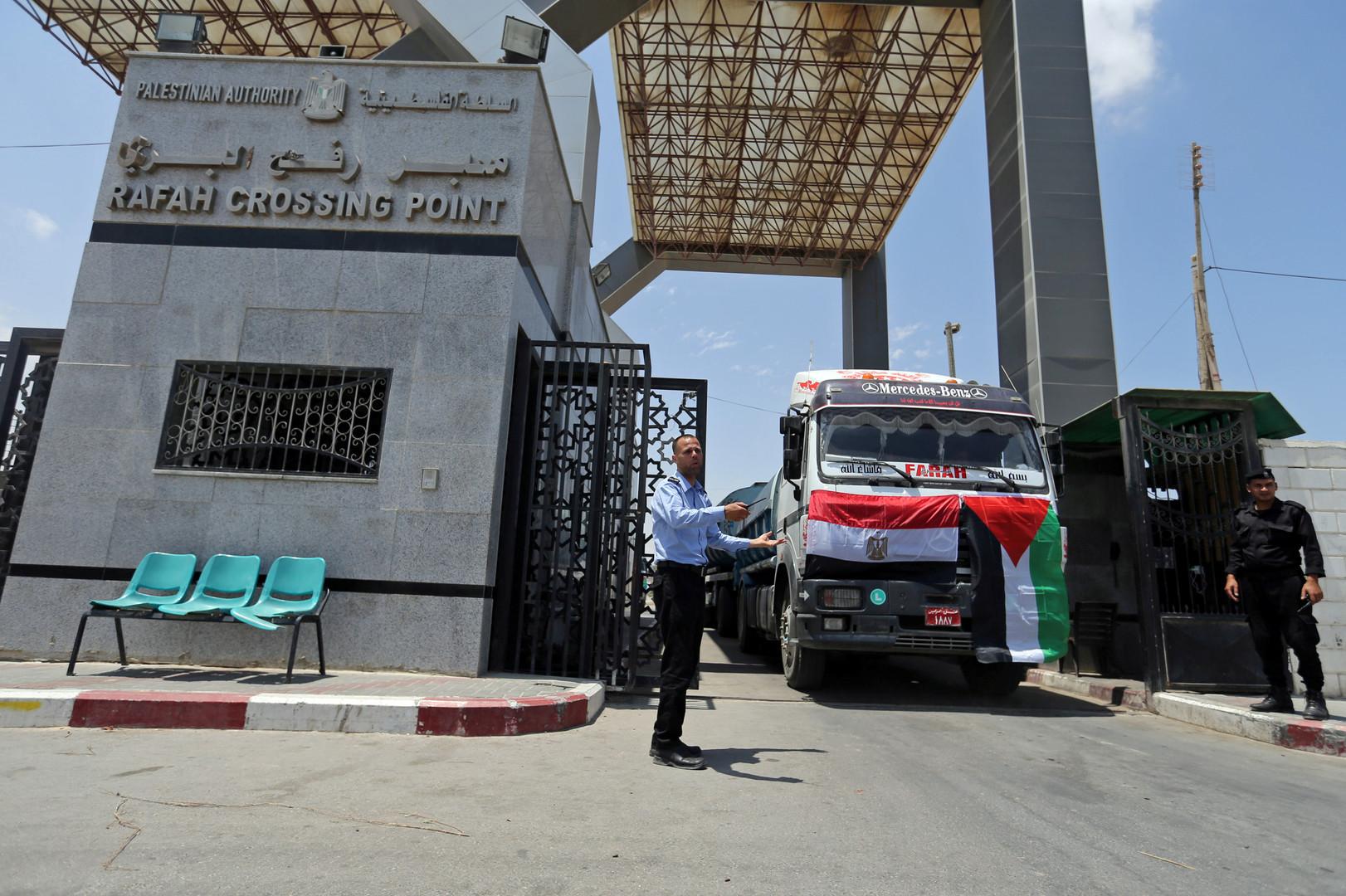 مصر تدفع بمساعدات إنسانية لغزة