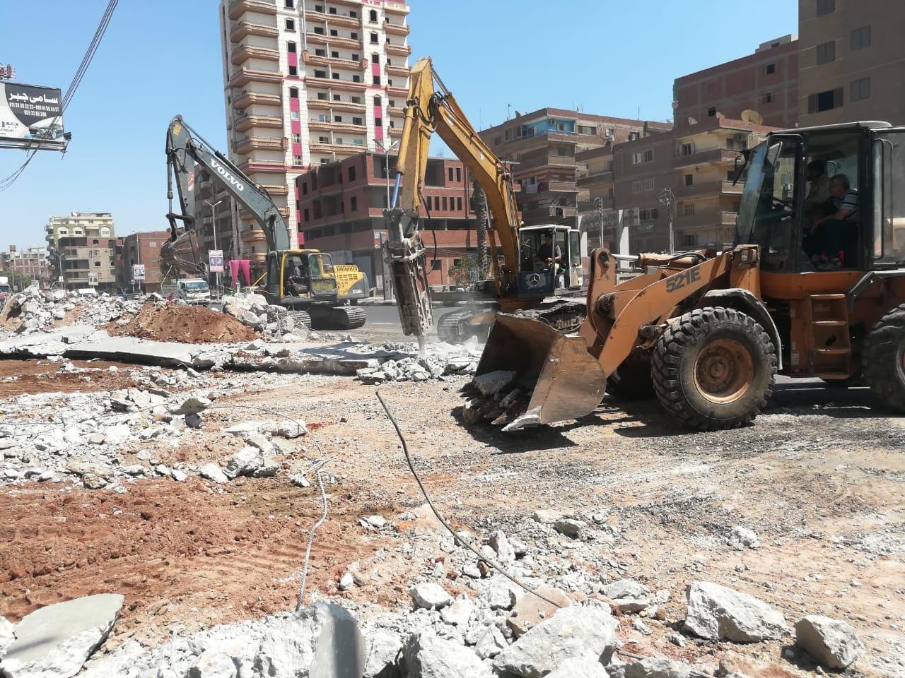 رئيس مركز مدينة الزقـازيق يتابع أعمال رفع الاشغالات بنطاق المدينة