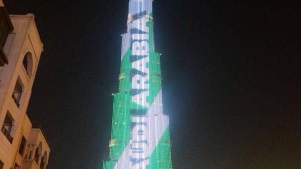 برج خليفة يتزين بالعلم السعودي
